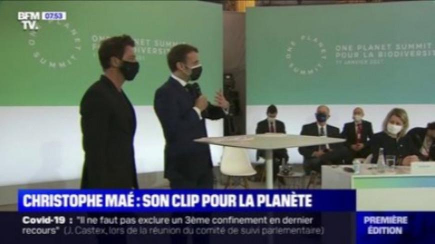 """Christophe Maé présente son clip """"L'Ours"""" à Emmanuel Macron"""