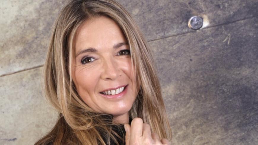 """Hélène Rollès : pourquoi ses enfants jouent-ils dans """"Les mystères de l'amour"""" ?"""