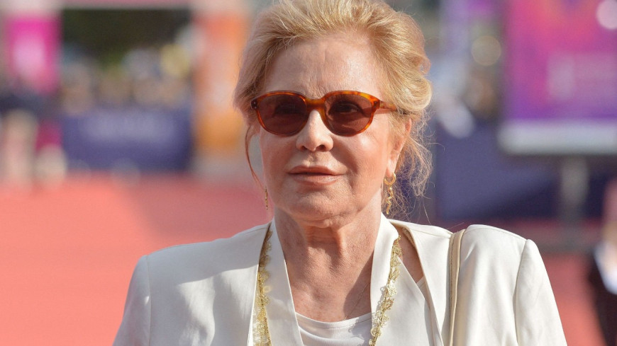 Sylvie Vartan pas tendre avec la statue hommage à Johnny