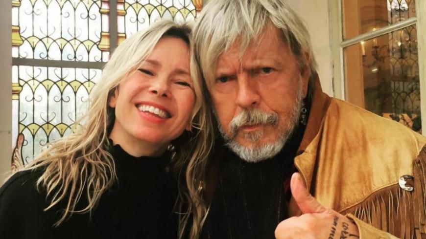 Romane Serda s'exprime sur l'état de santé de Renaud