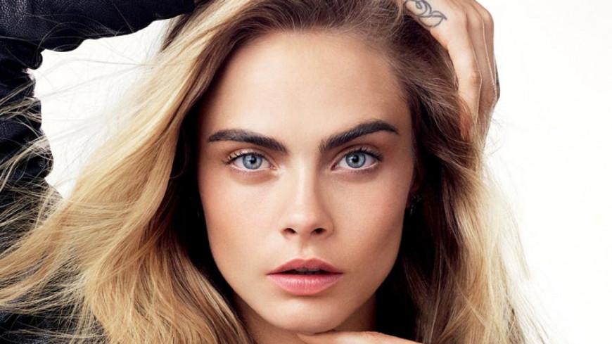 La Top Model Cara Delevingne En Couple Avec La Fille D Une Icone De La Pop