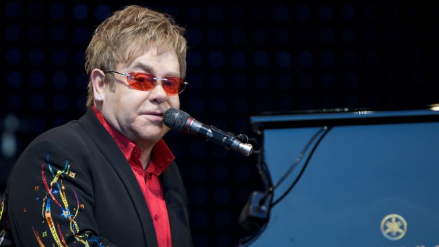 Elton John : Il annule deux de ses concerts pour le mariage du prince Harry et Meghan Markle !