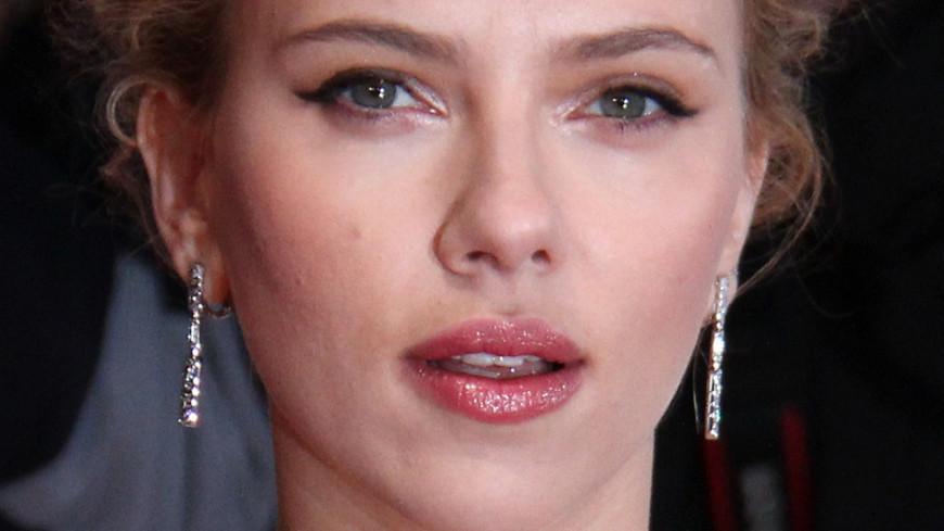 Scarlett Johansson abandonne son rôle d'homme transgenre — Controverse