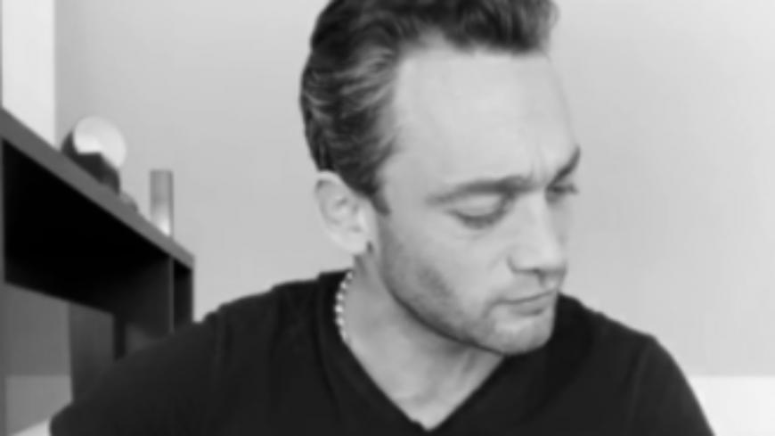 "Jean-Baptiste Guegan reprend ""J'ai pleuré sur ma guitare"" de Johnny Hallyday"