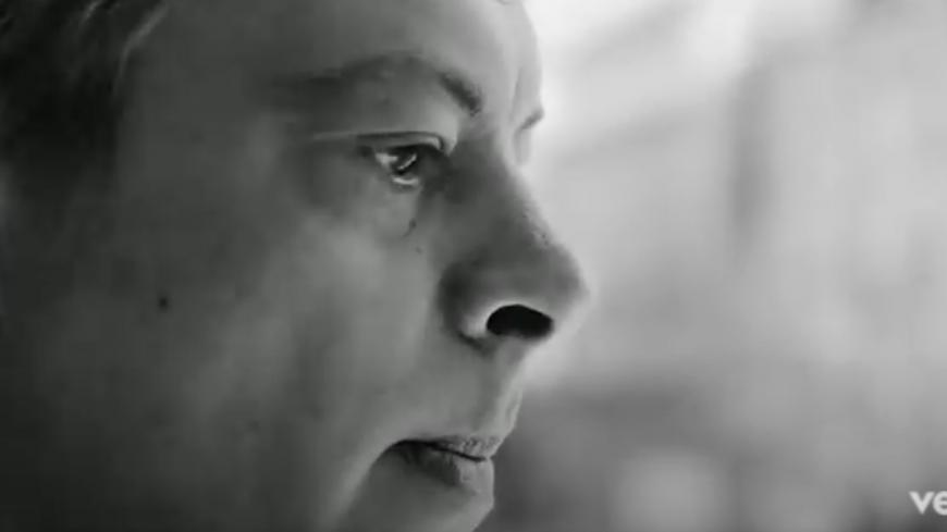 """Découvrez en exclusivité le nouveau clip de Benjamin Biolay """" Comment est ta peine ?"""""""