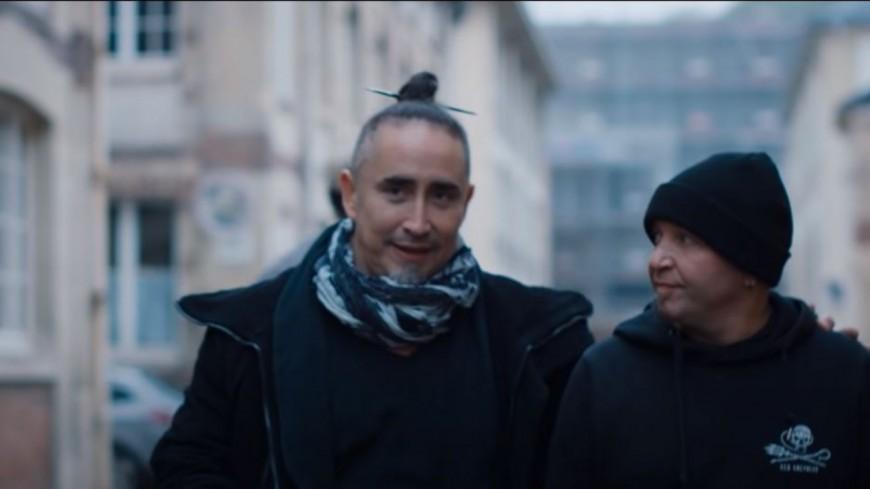 """Tryo : le clip de la version 2020 de """"Serre-moi"""""""
