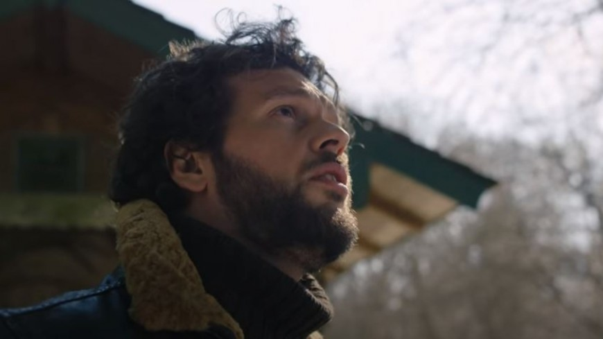 """Claudio Capéo présente le clip de """"Senza una donna"""""""