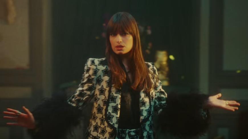 """Clara Luciani """"Respire encore"""" dans son nouveau clip"""