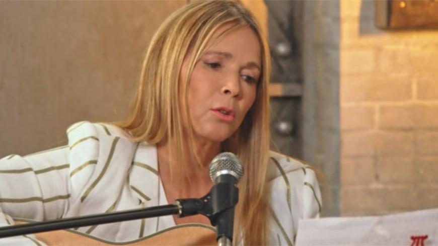 "Hélène Rollès chante ""Un amour"""
